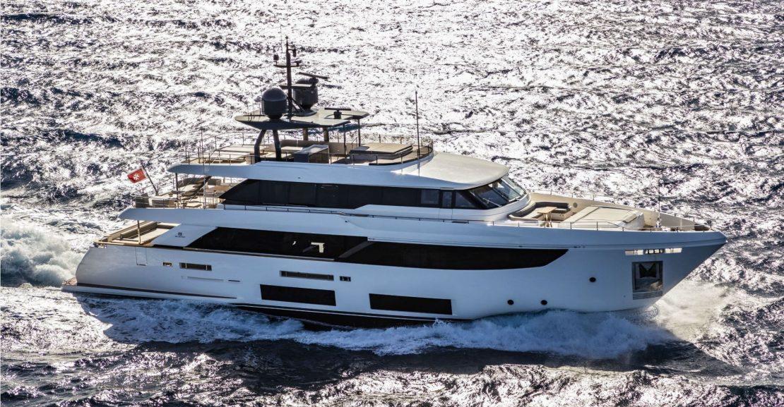 Custom Line Navetta 33 Cruising