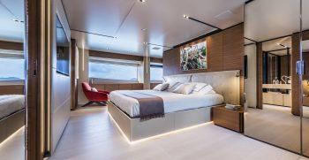Custom Line Navetta 33 Main Deck
