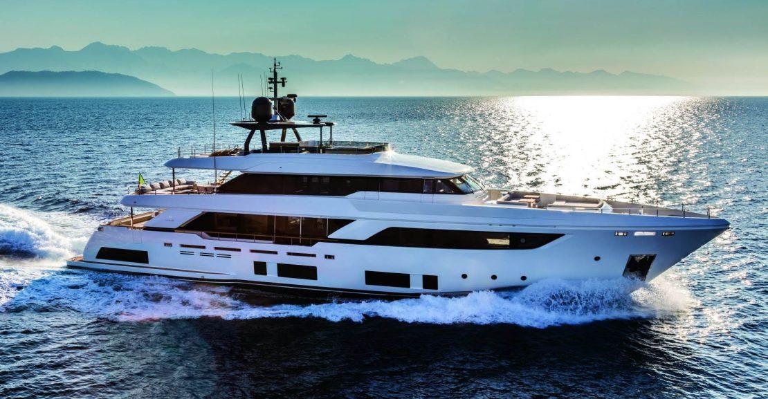 Custom Line Navetta 37 Cruising