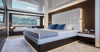 Custom Line Navetta 37 Main Deck