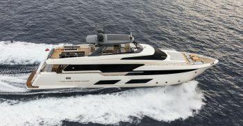 Ferretti Yachts 920 Cruising