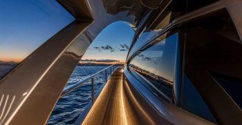 Pershing 8X Cruising